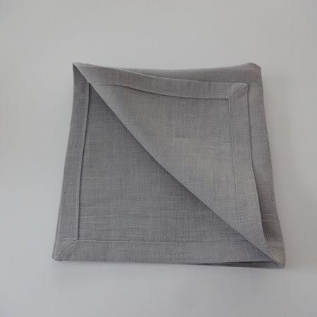 Ljusgrå servett i linne
