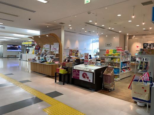 空港ビル直営店 hana AIRPORT SHOP&CAFÉ