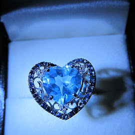 Blue topaz and blue diamond heart ring by Maricor Bayotas-Brizzi - Artistic Objects Jewelry (  )