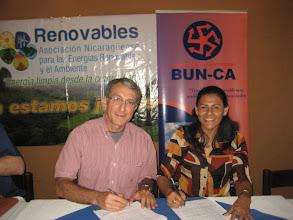 Photo: Ing. Marlyng Buitrago, Presidenta de RENOVABLES Ing. José María Blanco , Director Regional BUN-CA