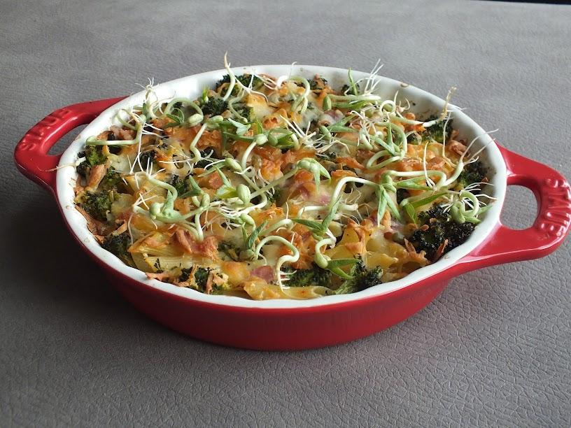 Wiosenna zapiekanka z warzywami i kiełkami