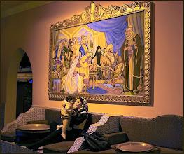 """Photo: Шарм эль Шейх. Во дворце """"Тысяча и одна ночь"""". Комната с картинами по сюжетам из 1001 ночи."""