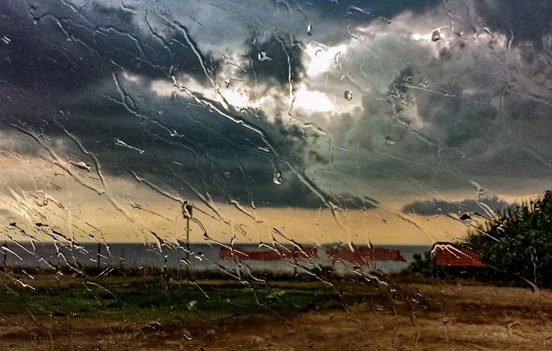 Pioggia su vetro  di Elettra Basile
