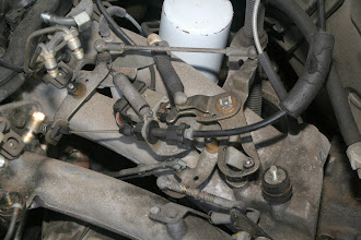 Photo: 1990 Benz 300E2.6 throttle linkage