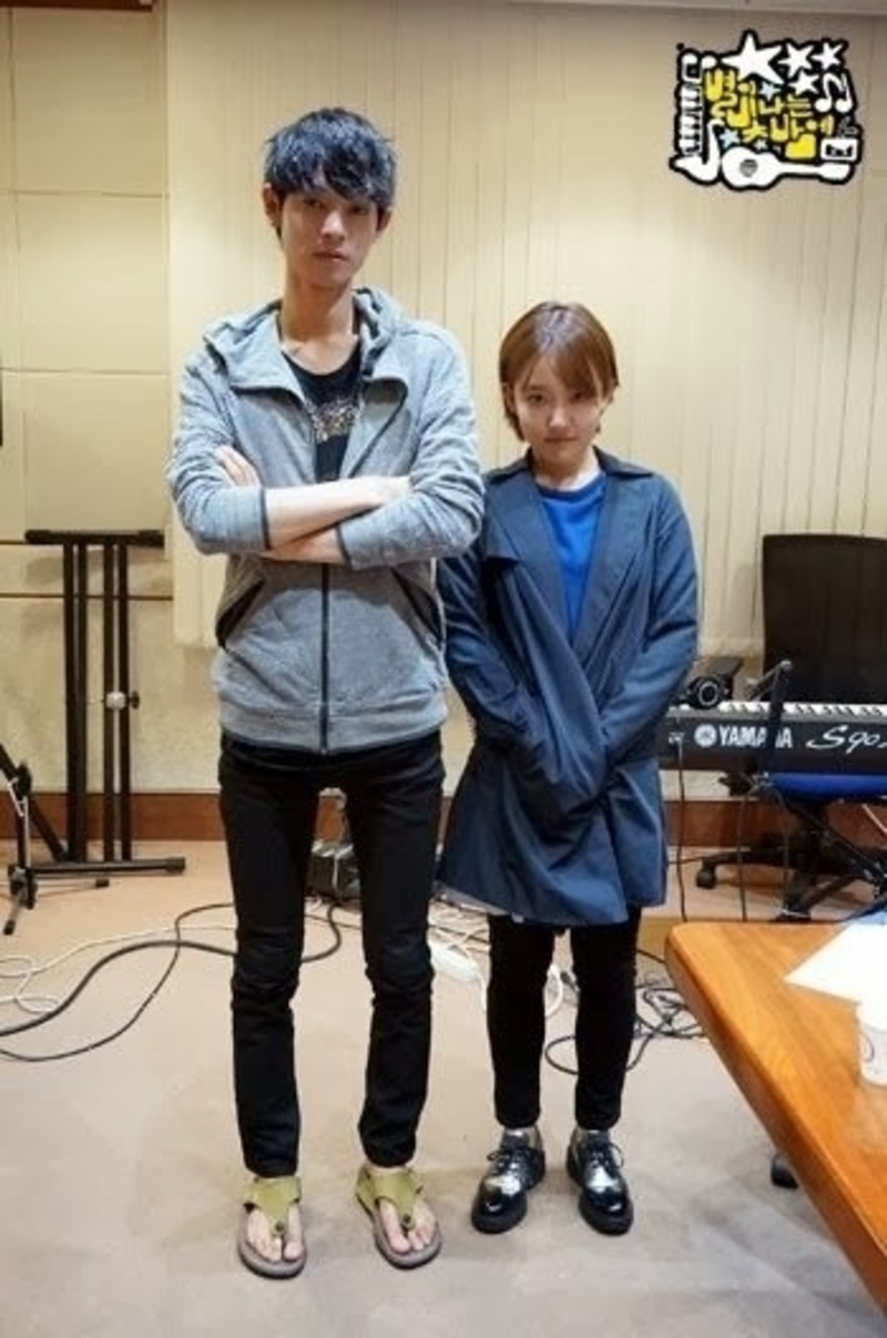 The Extreme Height Differences Between These Male And