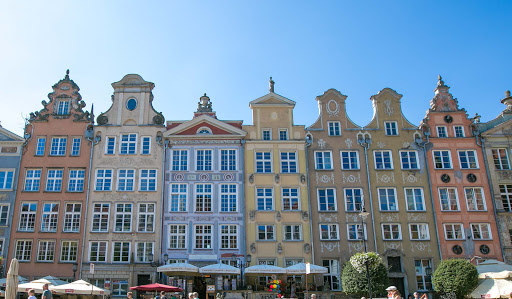 Old-Gdansk-architecture-111-1.jpg - Rowhouses line Long Market Street in Old Gdansk, Poland.