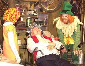 Photo: No programa infantil Sítio do Pica Pau Amarelo, Chico deu vida ao personagem Dr. Saraiva ao lado de Isabelle Drummond e Aramis Trindade