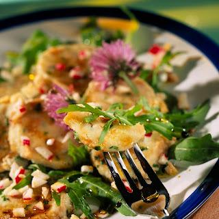 Semmelknödel auf Rucola-Salat mit Radieschen-Vinaigrette