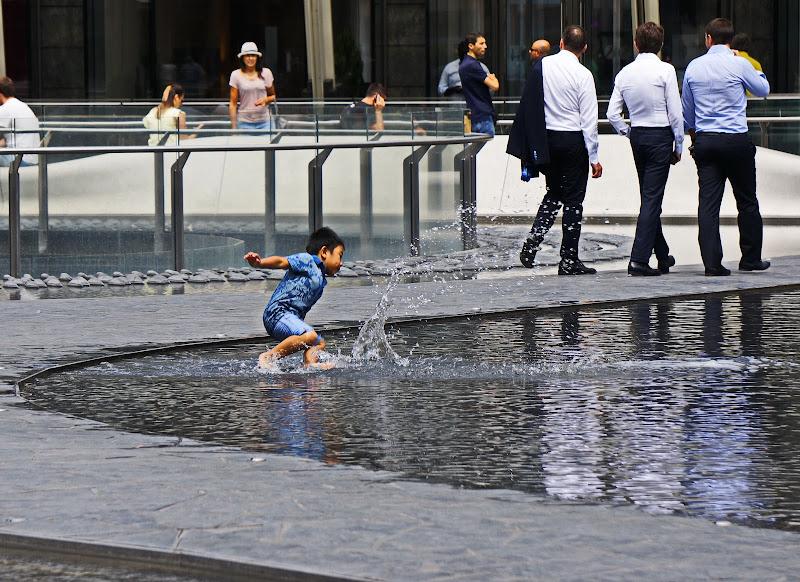Dal caldo di Luglio mi rinfresco nella fontana di jovi55