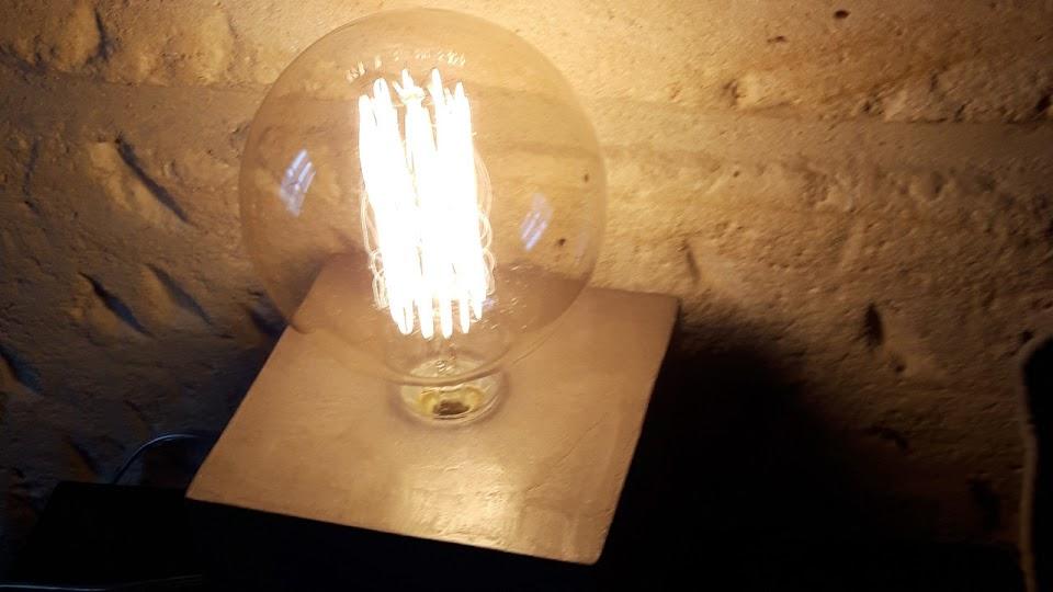 Lampe en béton ciré couleur taupe - Collection N°1 Lampe Cube
