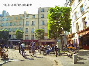 Photo: La Place du Marché Notre-Dame à Versailles - e-guide balade à vélo dans Versailles et son parc par veloiledefrance.com