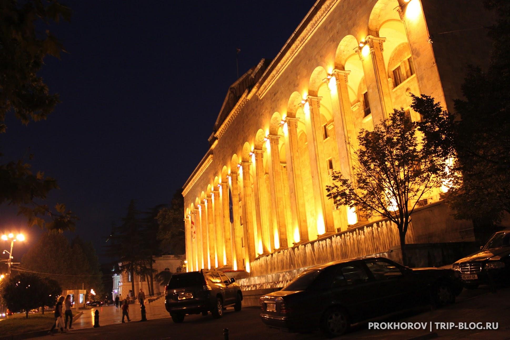 Старое задние парламента Грузии