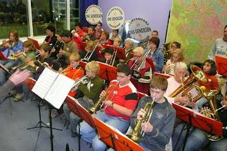 Photo: Muzikaal protest van Ons Genoegen op het Stadhuis. December 2007.