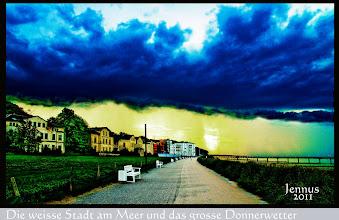 Photo: wolkenbehangene Ostseeküste / Unwetterwarnung