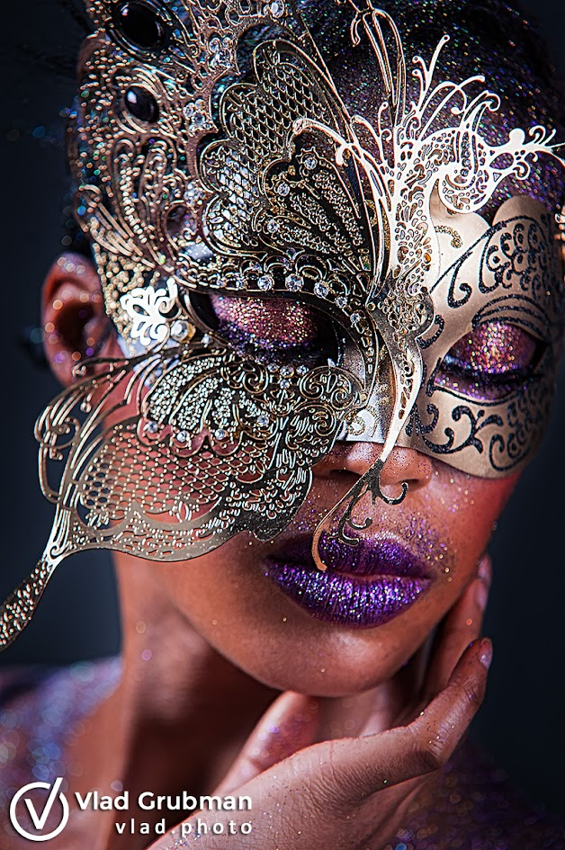Masks, glitter and beauty - photography by Vlad Grubman / Zealusmedia.com