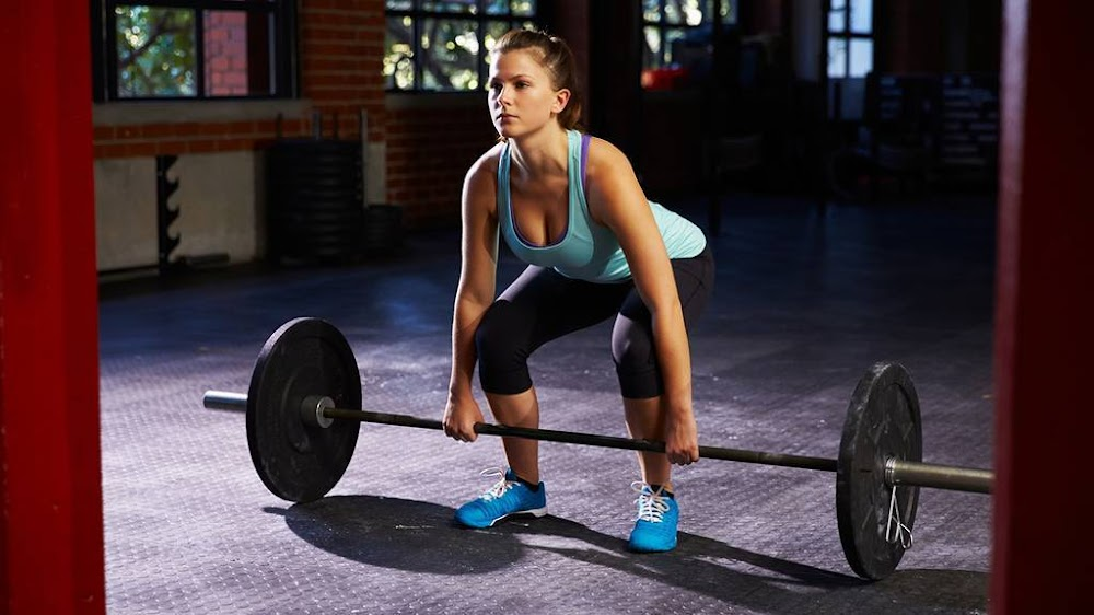 lifts-weights-for-strength-training_image