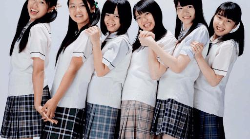 japon etudiantes  souriante