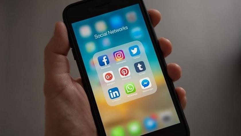 Facebook modificará el nombre de sus aplicaciones Instagram y WhatsApp.