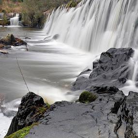 Rio Ocresa, perto de Castelo Branco, com o amigo Jose Pio. by Julio Cardoso - Landscapes Waterscapes