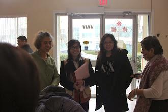 Photo: 義工老師與家長們解說讀經的好處及方法