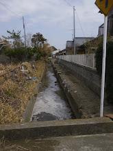 Photo: このような水路を伝わって津波が内陸に入り込みます。