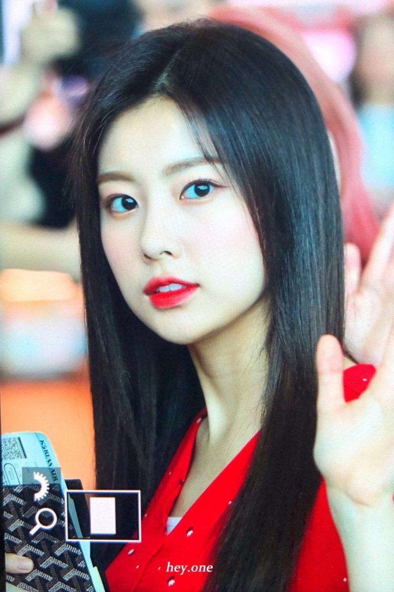 IZONE-Hyewon-6-768x1153