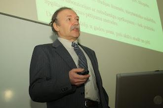 Photo: Prof. Ervîns Lukðeviès, LU ÌZZF Ìeoloìijas nodaïas vadîtâjs.