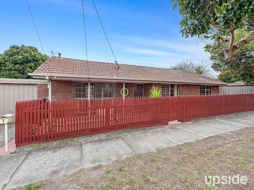 Photo of property at 7 Holmes Street, Frankston 3199