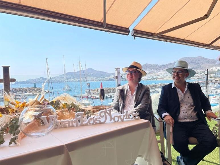 Con Cabo de Gata como paisaje de la boda.