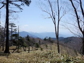 シャウヅ山から奥布山と奈良代山(右下)