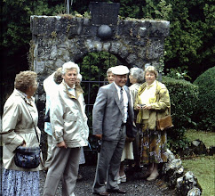 Photo: v.l.n.r. Fenny Martens, Lammie Warrink, Jantje en Albert Martens, Aaltje Dekker enDowina Dekker