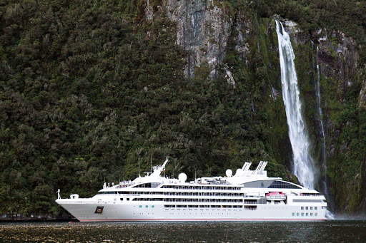 Ponant-New-Zealand-Milford-Sound.jpg - Enjoy the beauty of Milford Sound, New Zealand, on a Ponant cruise.