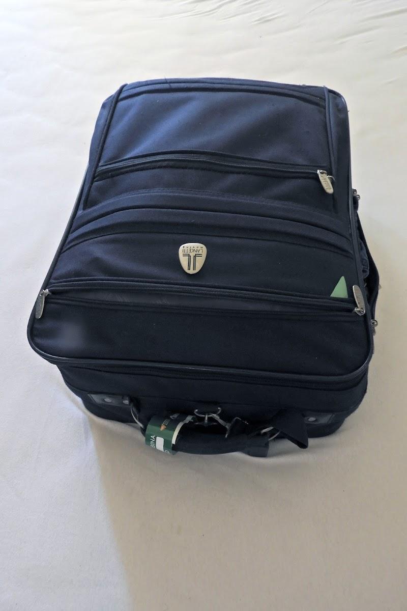 La valigia quasi pronta per la partenza di c
