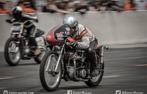 La Bill Carbu en finale des Runs d'Or au Café Racer Festival 2019