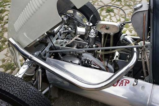 cooper-a-moteur-500-jap-mono-presente-par-machines-et-moteurs-le-specialiste-des-norton-commando-et-triumph-bonneville