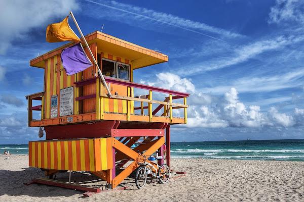 Miami beach..yellow! di Bond