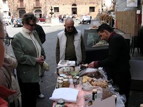 Photo: Castelbuonon hunajatuotteita.