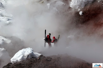 Photo: Roman & Matus in the Avachinsky's fumaroles