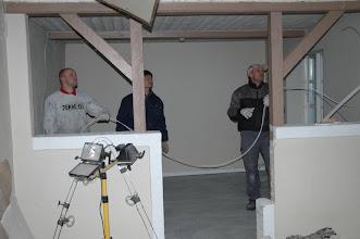 Photo: Elledninger fjernes i den lille stue, før resten brækkes ned.
