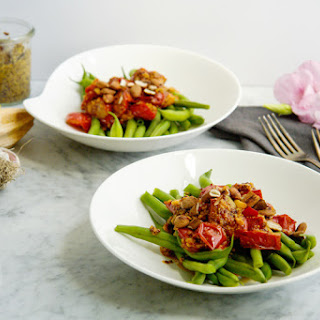 Lemon, garlic and Dijon mustard green beans and tomatoes (vegan)