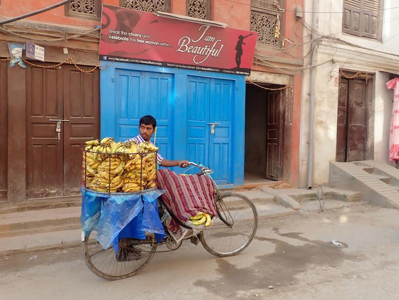 Andando a vendere banane di laura62