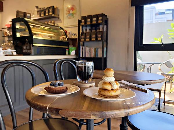 舞森咖啡,住宅區內的高質感咖啡廳,環境舒適,氣氛佳,鄰近新都生態公園,藍莓塔爆炸好吃