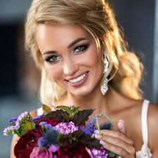 Wedding photographer Veronika Frolova (Luxonika). Photo of 24.12.2018