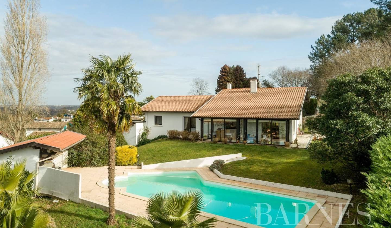Maison avec piscine Bassussarry
