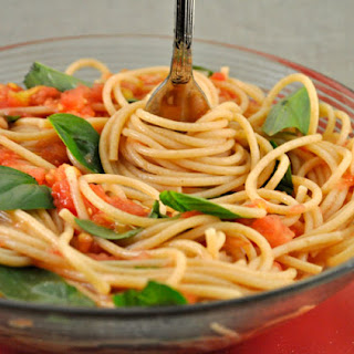 Spaghetti with Fresh Tomato Sauce and Basil Recipe