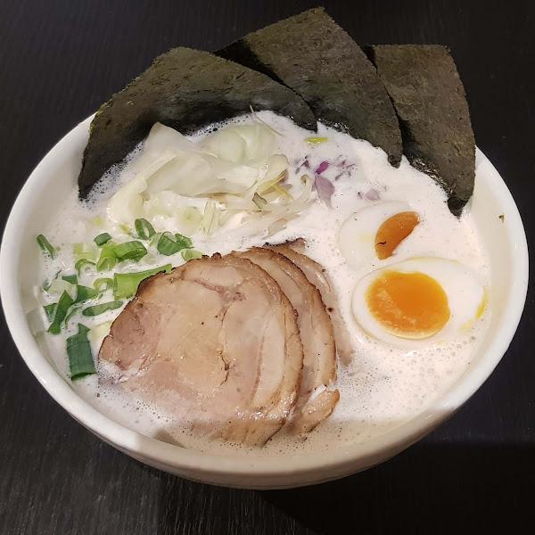 風靡日本的泡系拉麵,日本師傅做的拉麵,店員也是日本人喔,麵屋高~天堂特製拉麵