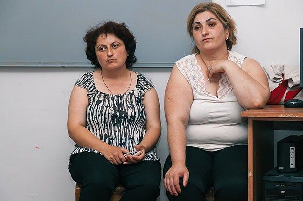 Нино Миндиашвили (справа)