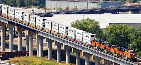 Photo: BNSF Express Train with Cold Train Refrigerated Containers