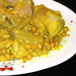 Ferakh Bel Hummus (chicken with chickpeas)