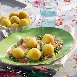 Mini-Kartoffelknödel mit Erbsen-Schinken-Soße